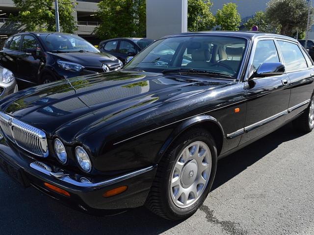 Jaguar Daimler Super V8 4,0 LWB bei Ford Gaberszik Graz in