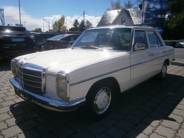 Mercedes-Benz 240 D Strich 8 bei Ford Gaberszik Graz in